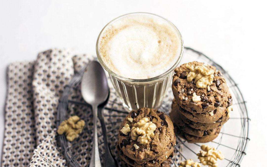 Biscotti al cacao con noci e pepite di cioccolato